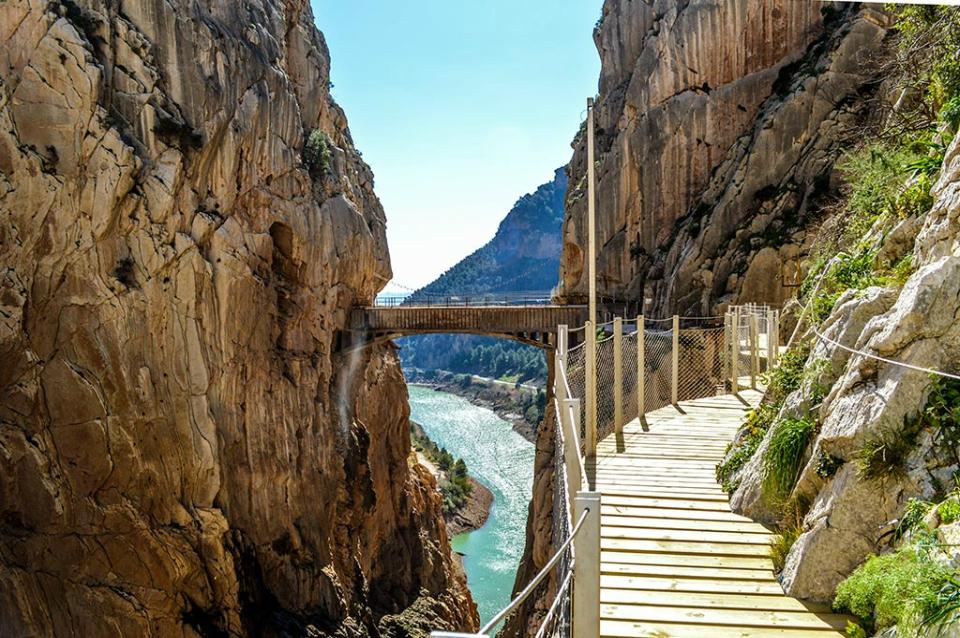 http://www.debambu.es/wp-content/uploads/2016/05/caminito-del-rey-1.jpg